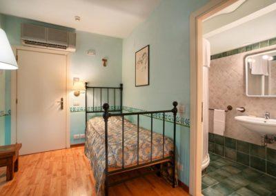 Camera singola con Bagno privato nella Country House Assisana